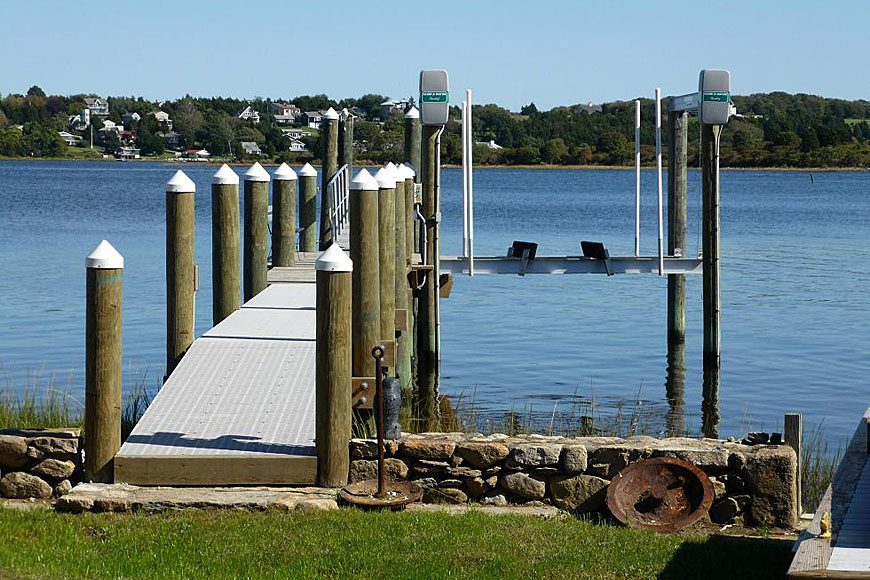 Pier with boat lift - Westport River East Branch